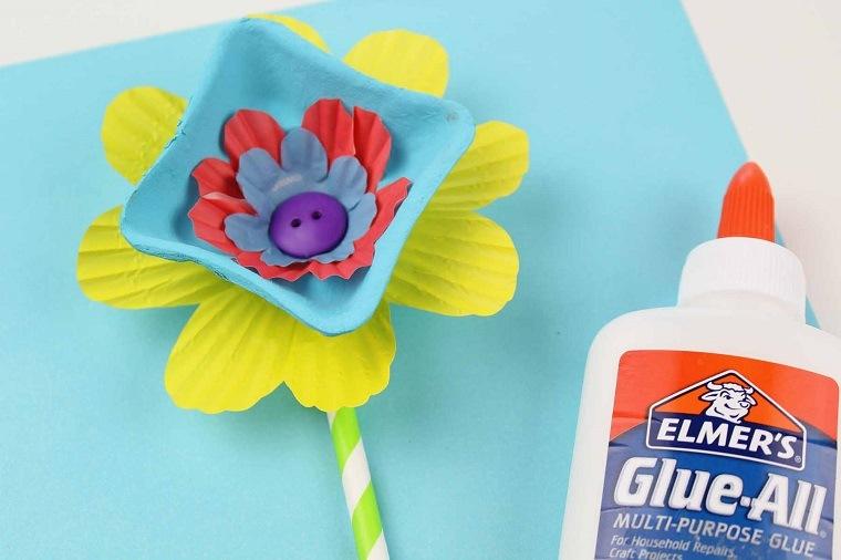 cartulina-piezas-flores-pegadas-azules