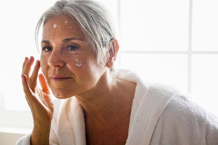 cómo cuidar la piel de la cara 50-maquillaje