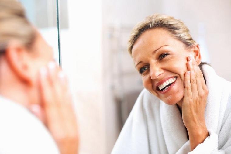 como-cuidar-la-piel-de-la-cara-consejos-50-estilo-vida