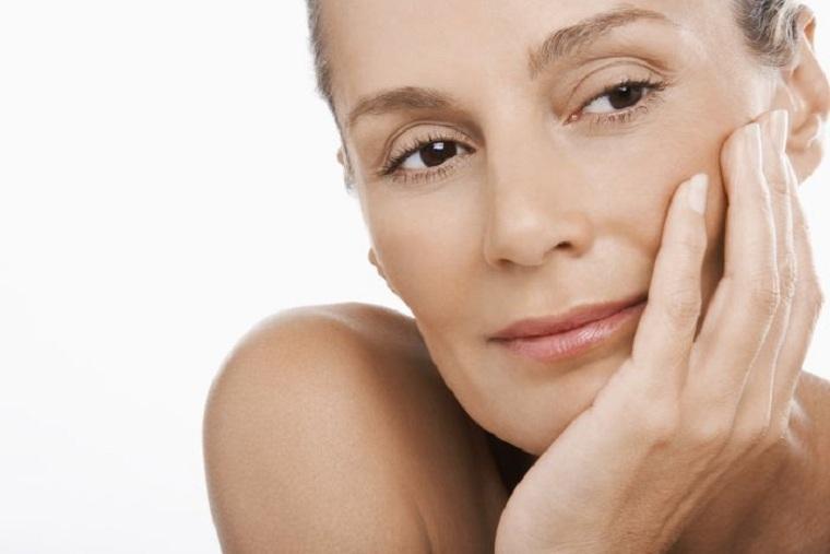 como-cuidar-la-piel-de-la-cara-consejos-50-natural