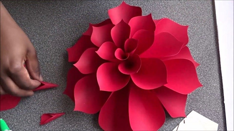 como hacer flores de cartulina sencillas