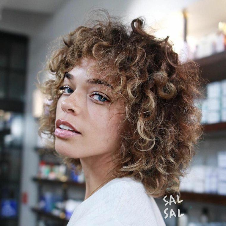 cortes de cabello-rizado-flequillo