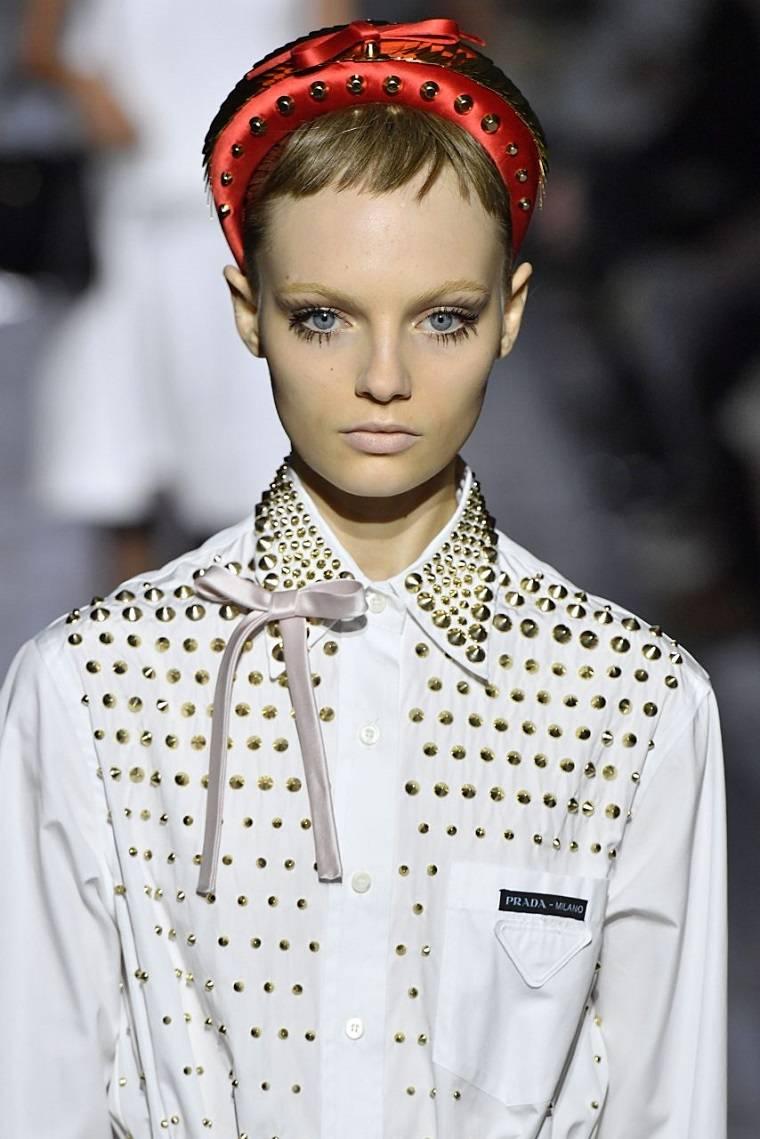 diademas decorativas-semana-moda-prada-2019