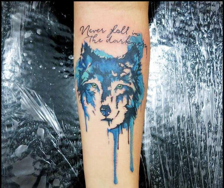 lobo-azul-ideas-originales-tatuaje-colorido