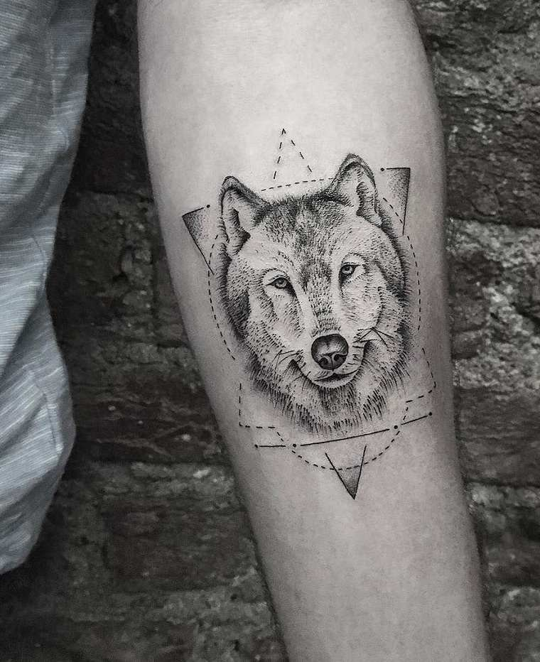 mano-lobo-ideas-bello-tatuaje