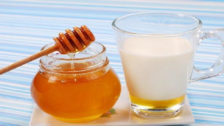 mascarilla-miel-leche-rostro
