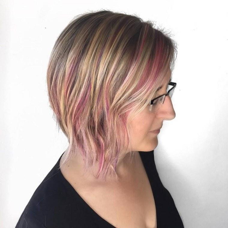 mechas-rosa-capas-cabello-mujer