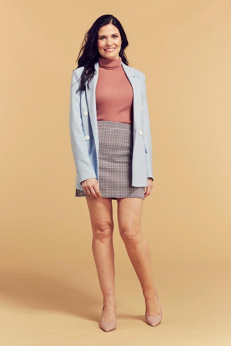 moda-mujeres-edad-looks-40-falda-corta