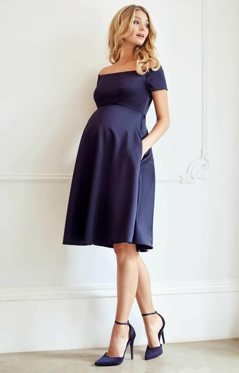 Elegante vestido de raso color azul marino