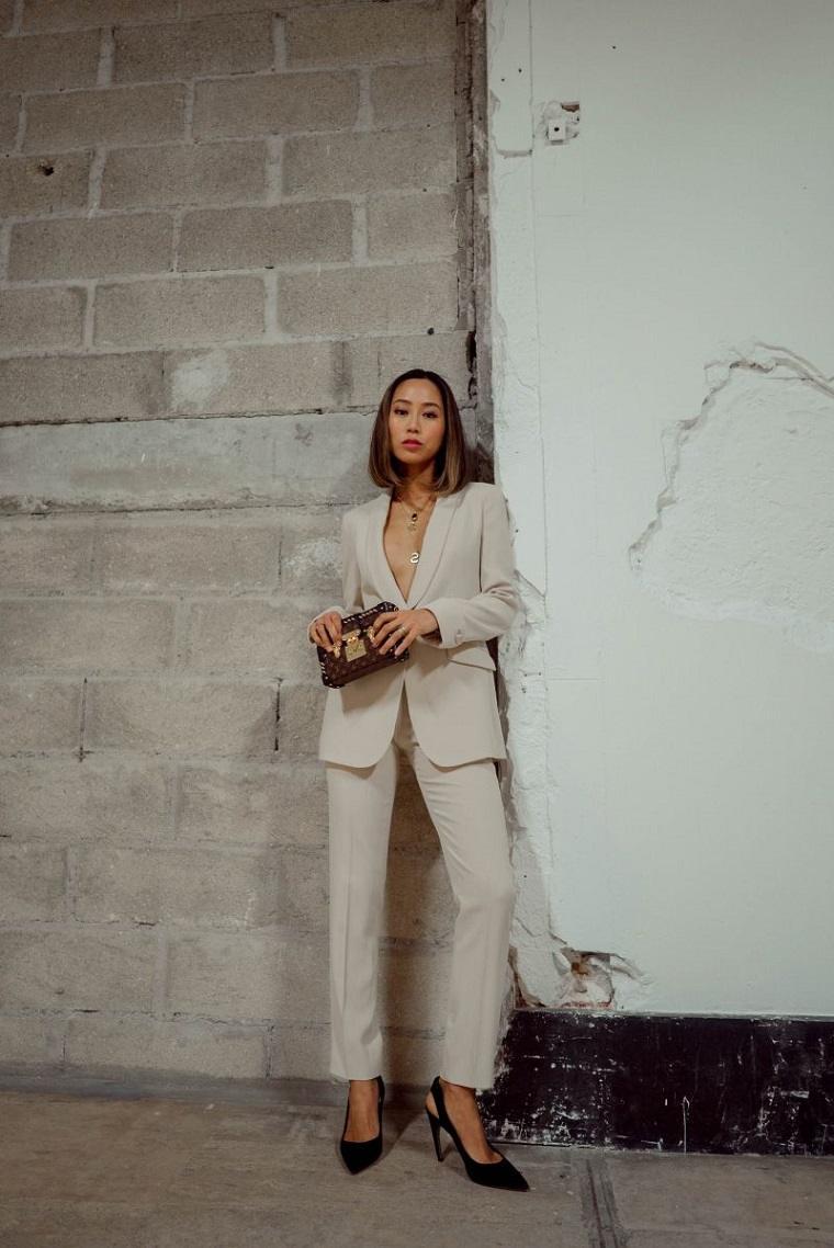 pantalones-ajustados-boda-color-beige