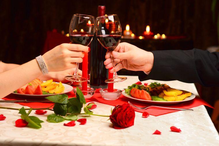 recetas para cena romántica brindis