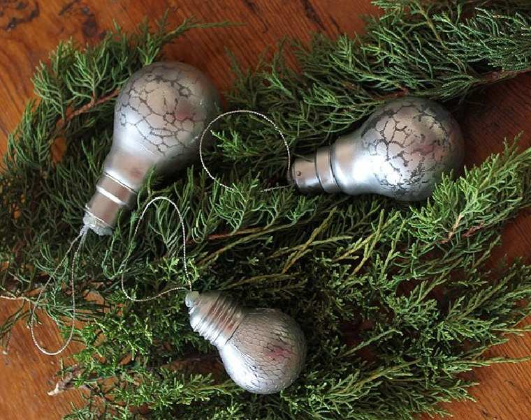 reciclar-bombillas-navidad-idea-decoracion