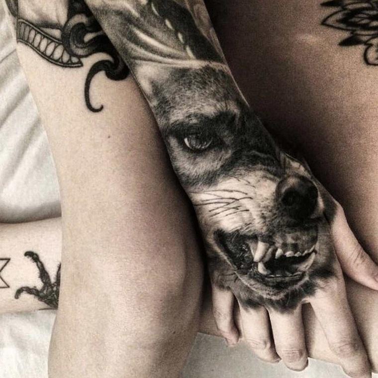 significado-de-tatuajes-de-lobos-mano