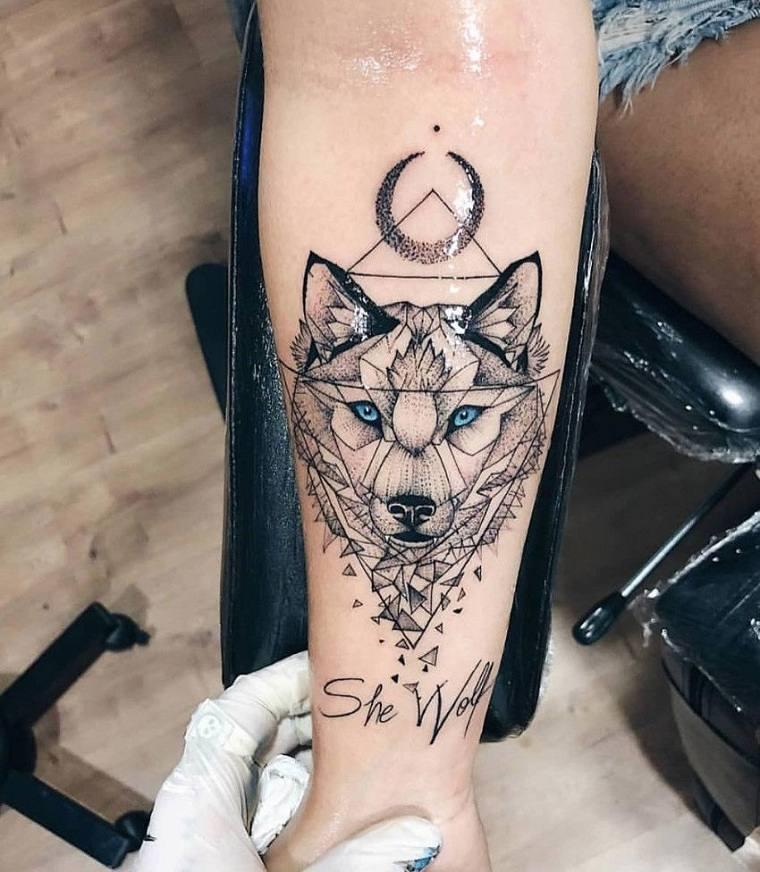 tatuaje-lobo-estilo-geometrico-luna-puntos
