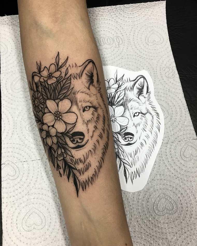 tatuaje-lobo-flores-ideas