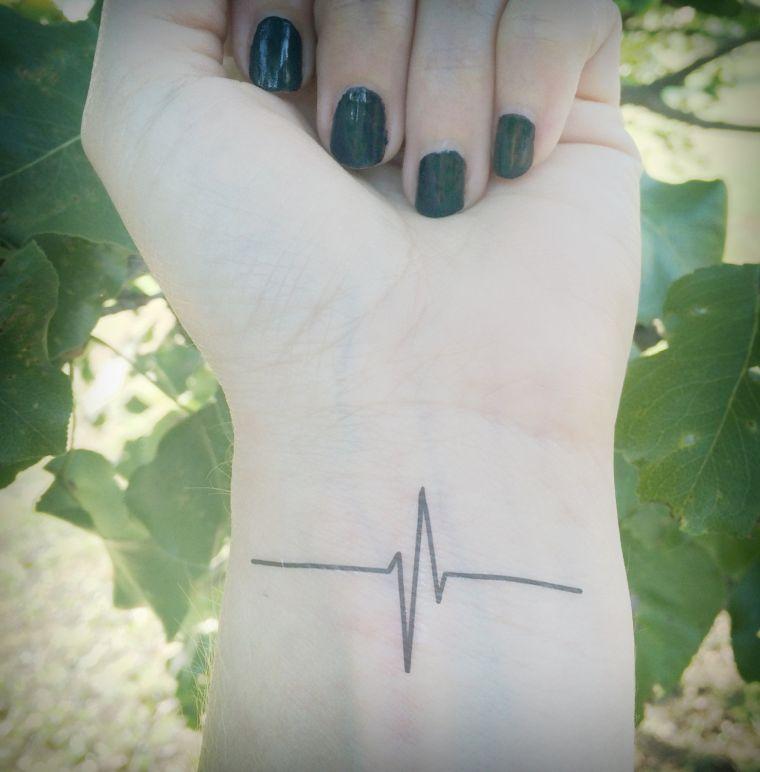 tatuajes de lineas latido