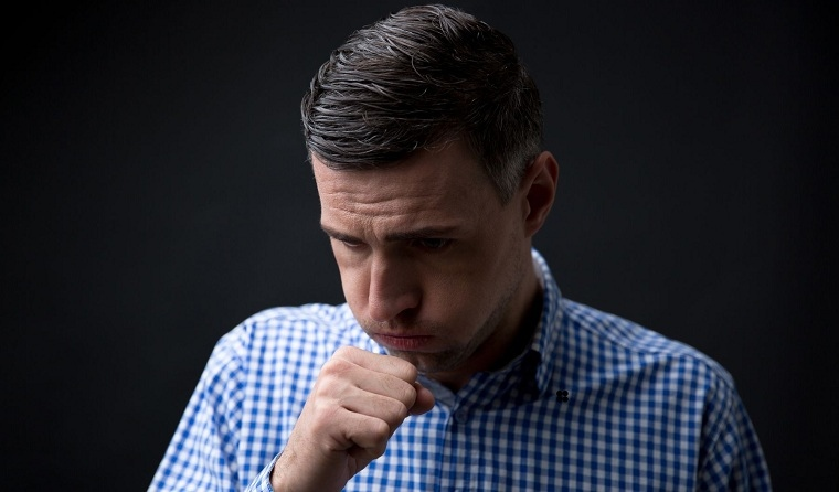 tos-seca-causas-remedios-hombre-salud