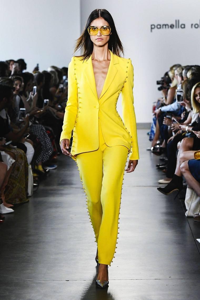 traje-amarillo-opciones