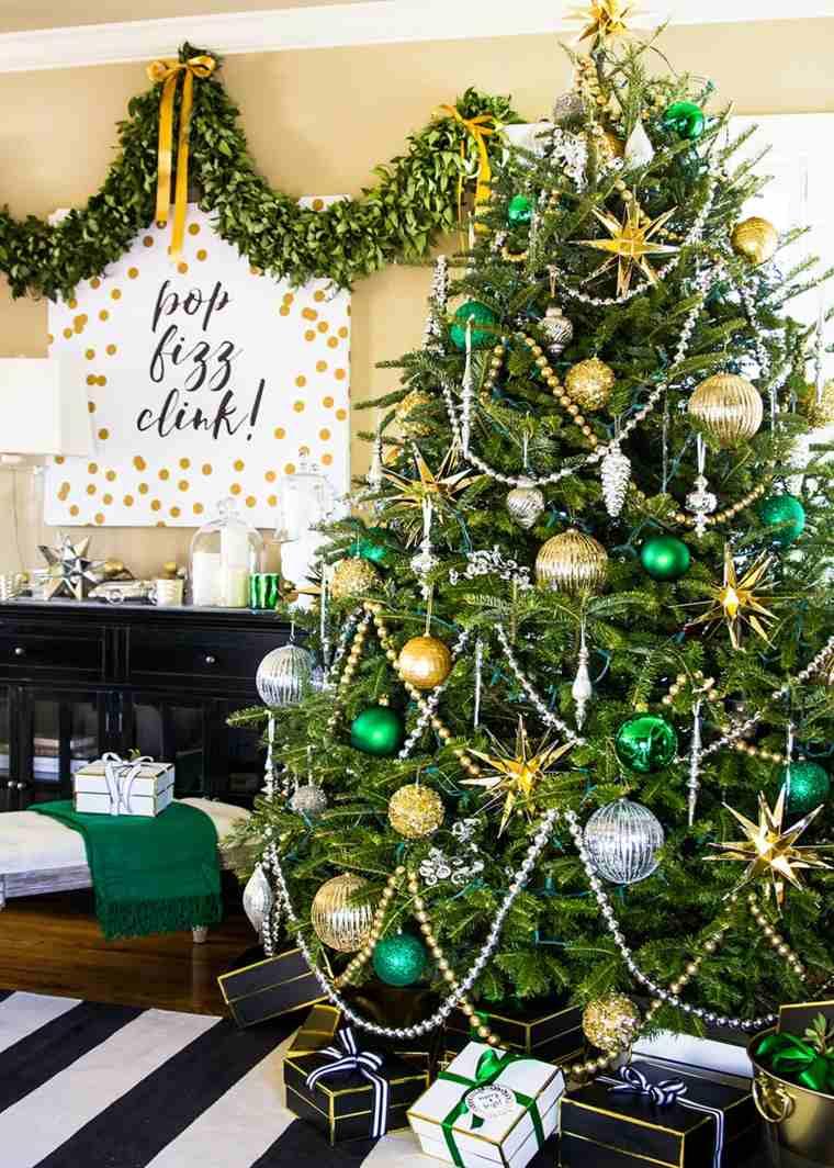 arbol-casa-navidad-verde-dorado