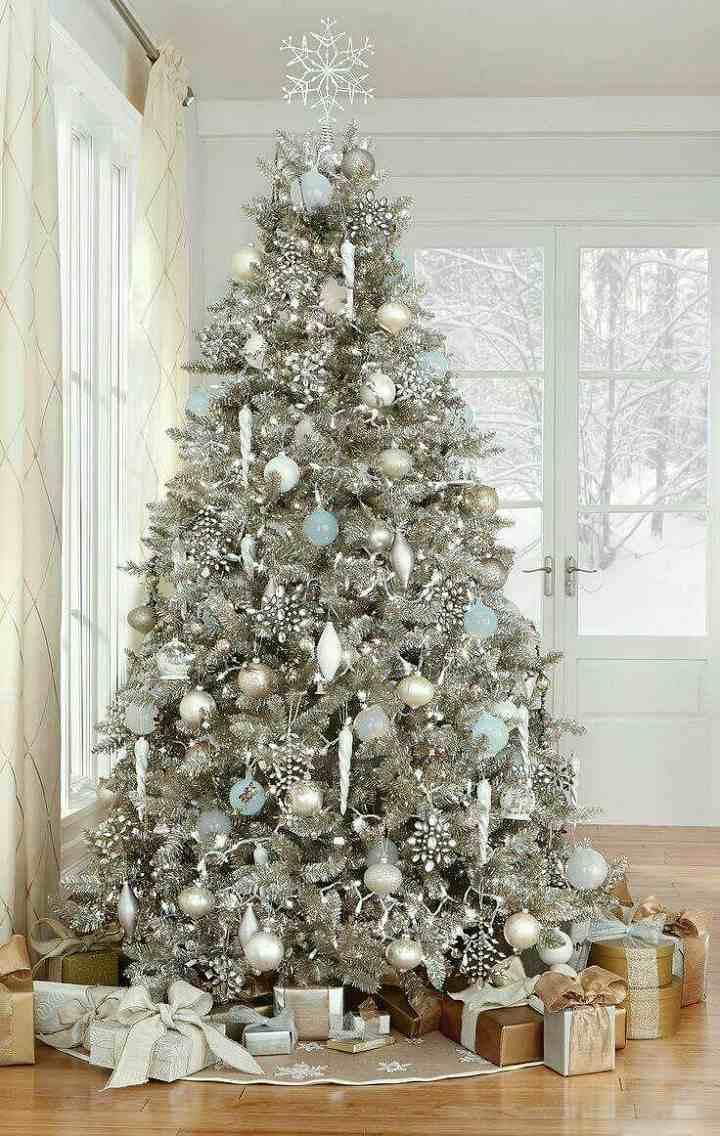 arboles de navidad decorados colgantes blancos