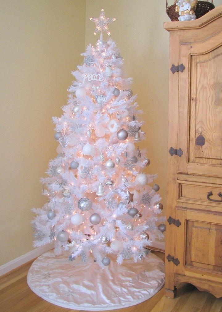 arboles de navidad decorados totalmente blanco