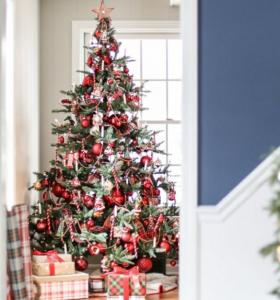 arboles-de-navidad-modernos-adronos-rojos