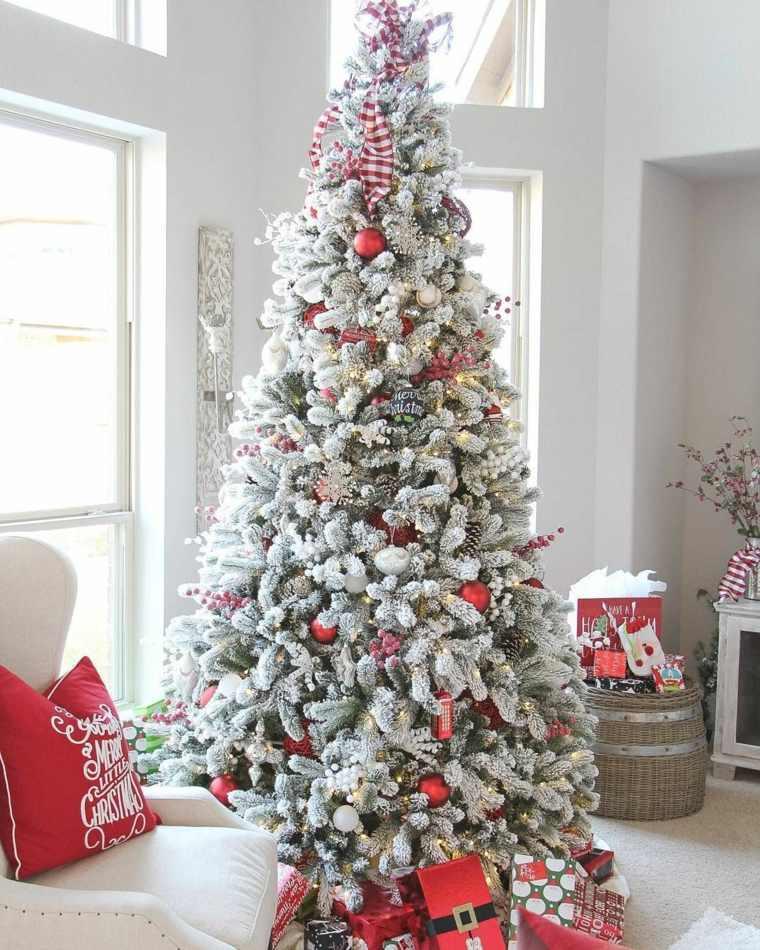 arboles-de-navidad-modernos-bolas-rojas
