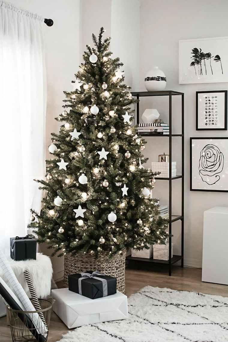arboles-de-navidad-modernos-estrellas-bolas-blancas