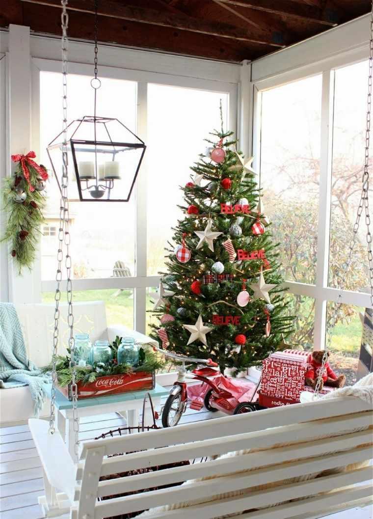 arboles-de-navidad-modernos-terraza-decorada