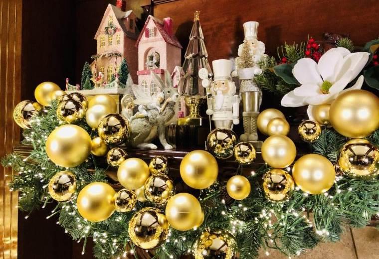 bolas de navidad dorado