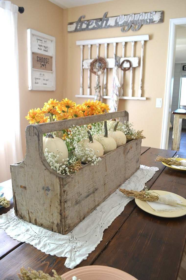 caja-madera-decorando-centro-mesa