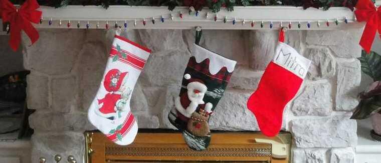 calcetines navideños repisa