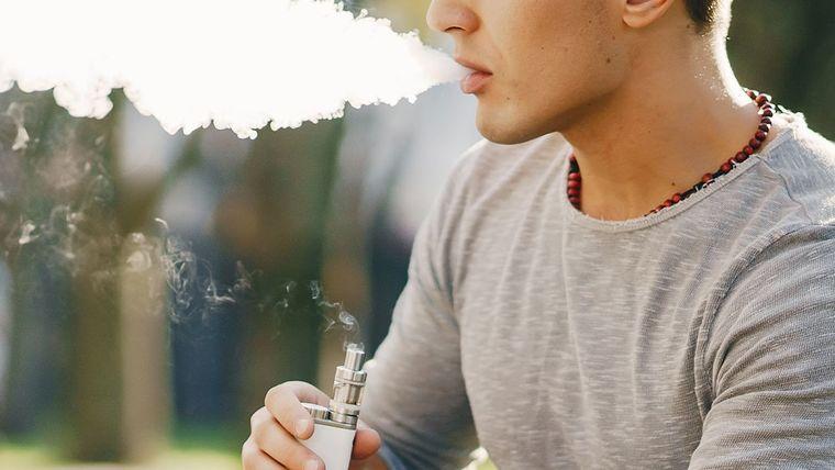 cigarro electrónico chico