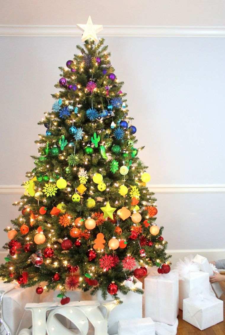 cómo adornar un árbol de navidad arcoiris