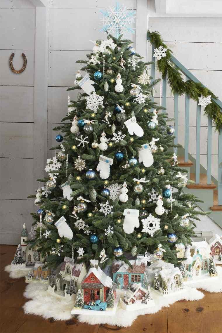 cómo adornar un árbol de navidad azulblanco