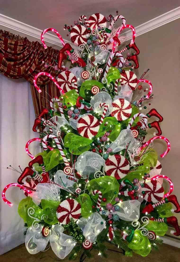 cómo adornar un árbol de navidad bastones