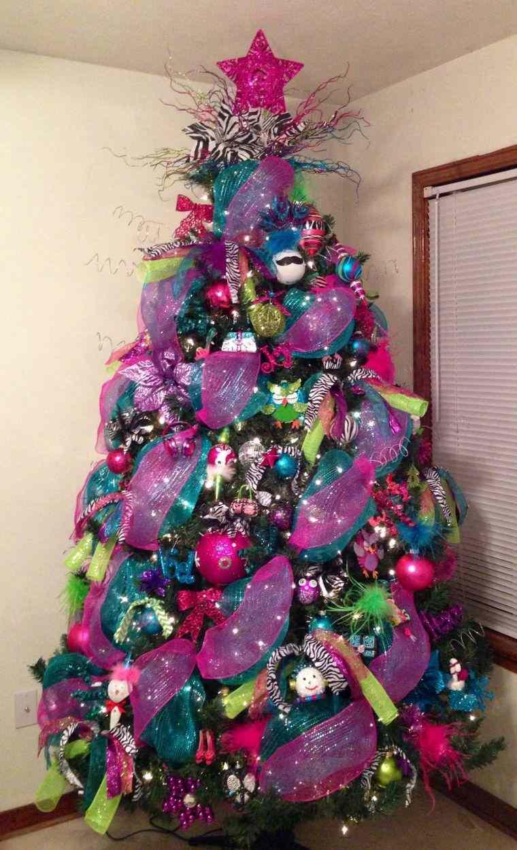 cómo adornar un árbol de navidad llamativo