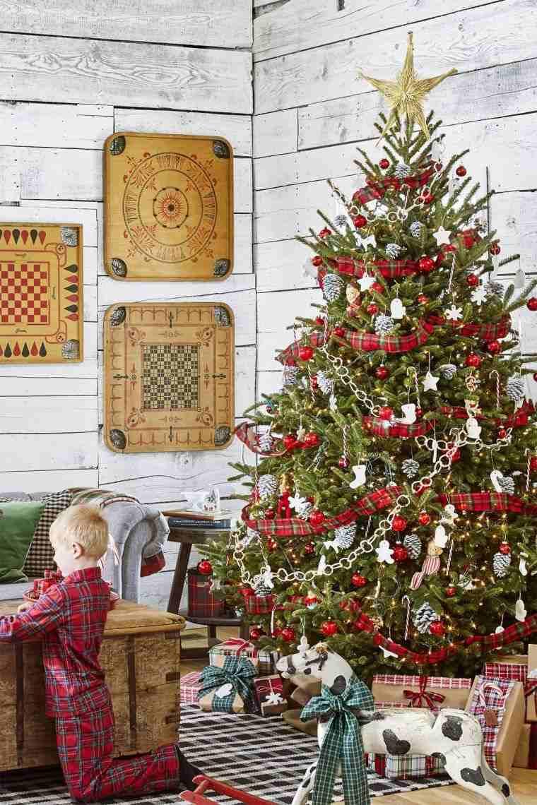 cómo adornar un árbol de navidad piñas