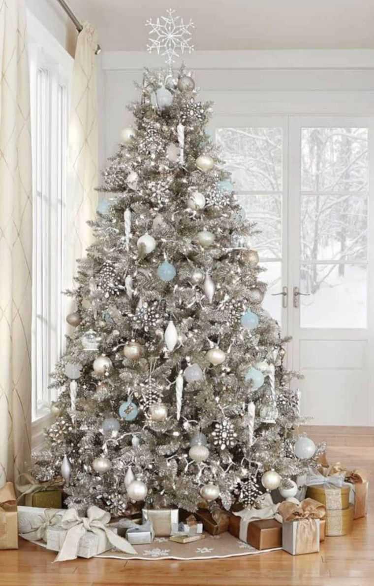 cómo adornar un árbol de navidad plateado