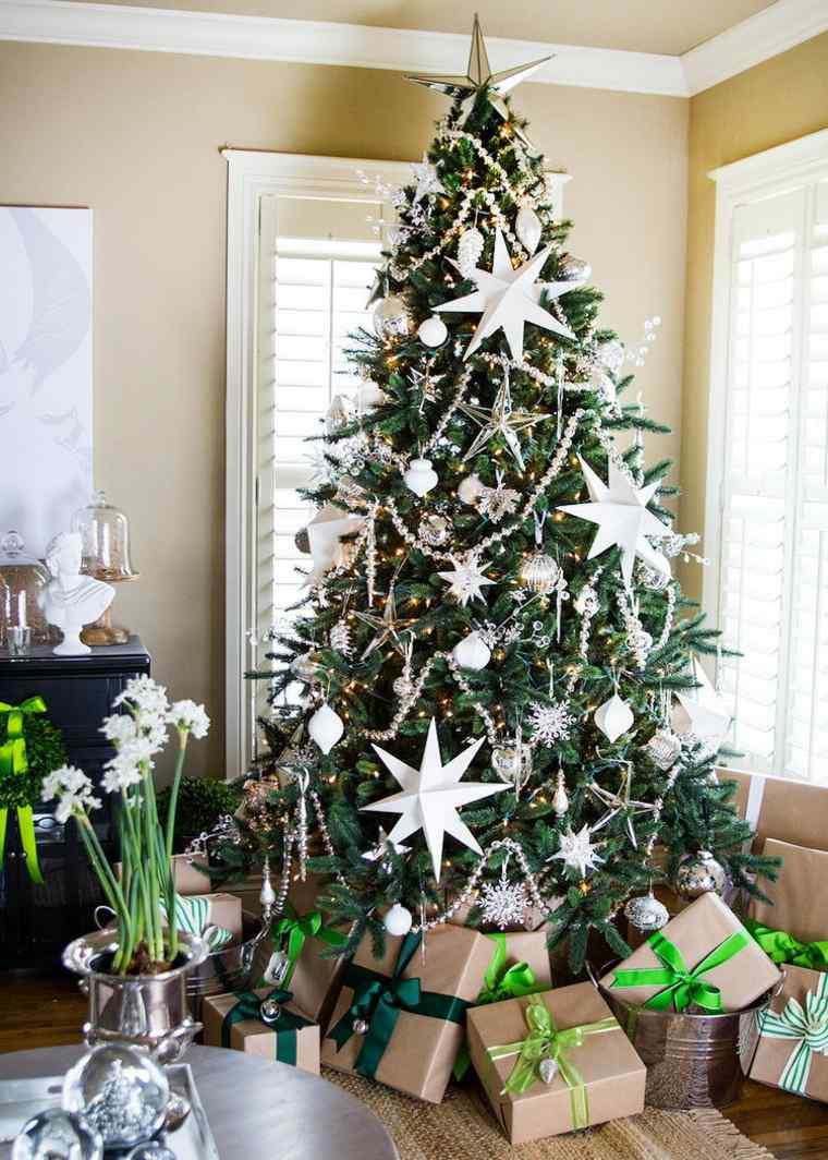 decoracion-navidena-adornos-blancos-arbol