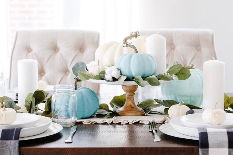 detalles-azules-mesa-moderna