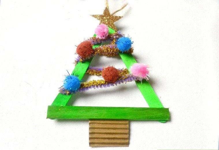 manualidades navideñas fáciles para niños arbolitoos