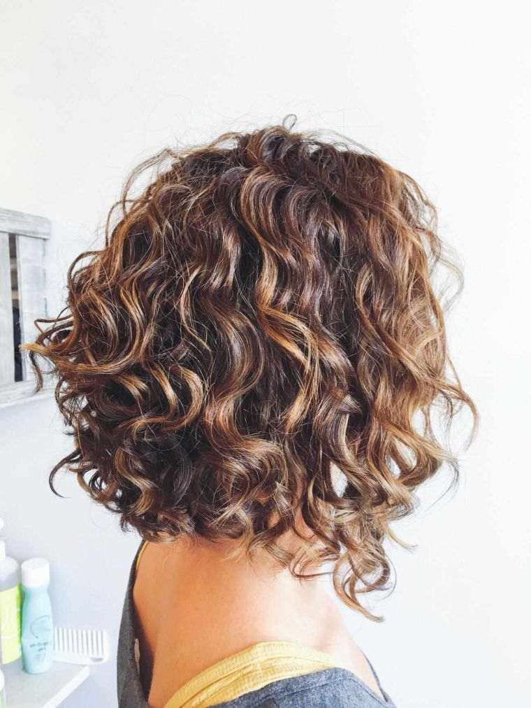 peinados para media melena rizada