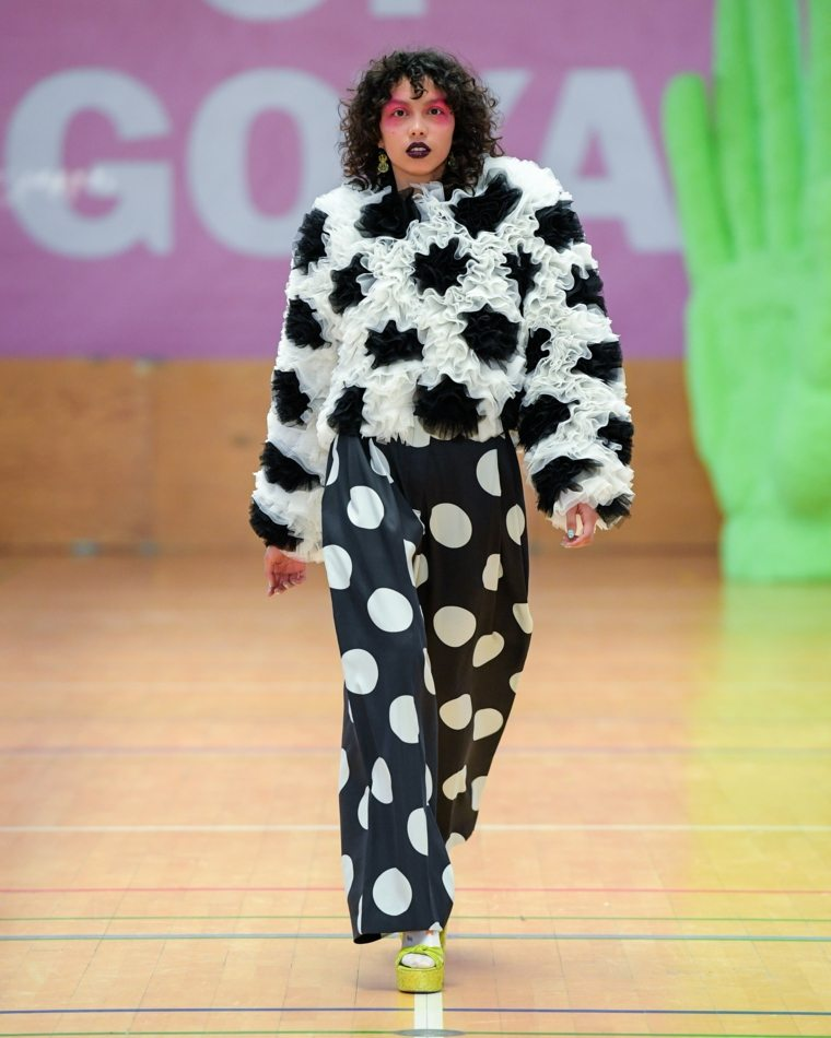 primavera 2020-tendencias-moda-lunares-blanco-negro