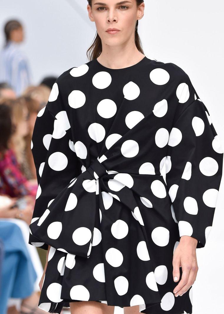 primavera-2020-tendencias-semana-moda-lunares