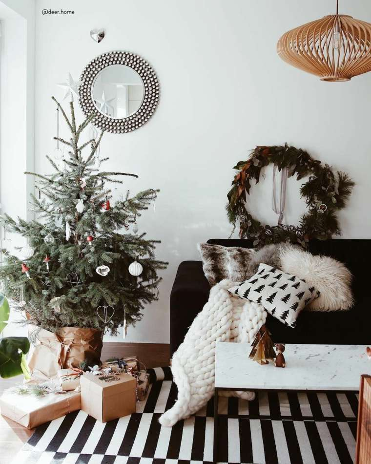 sala-estar-arbol-pequeno-decoracion-simple