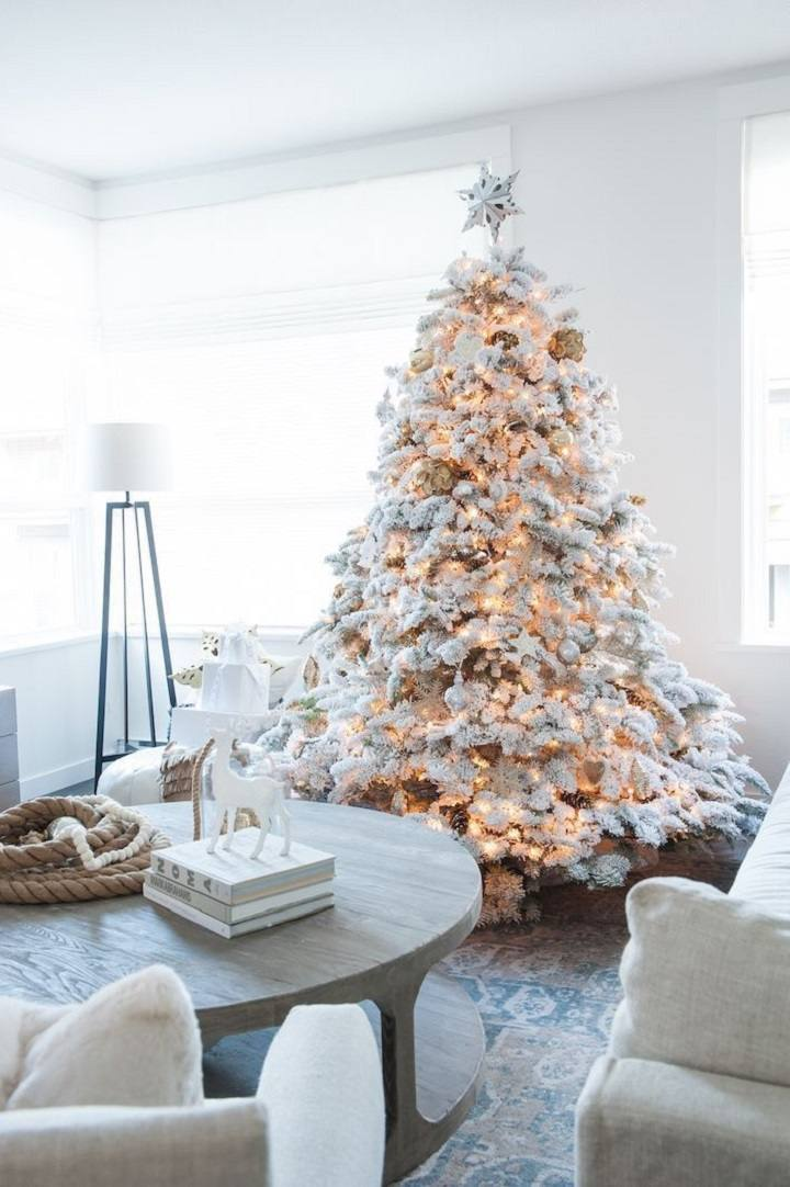 total-blanco-arbol-navideno-estilo