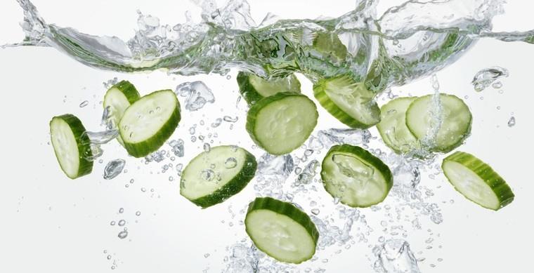 beneficios del pepino agua