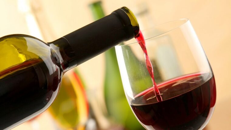 beneficios del vino tinto bebida