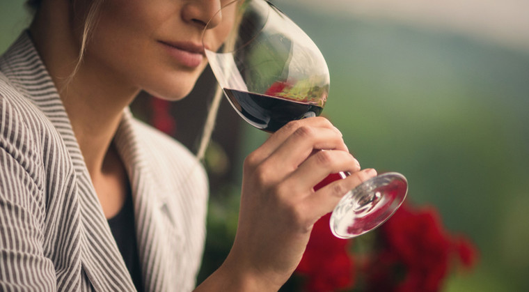 beneficios del vino tinto degustar